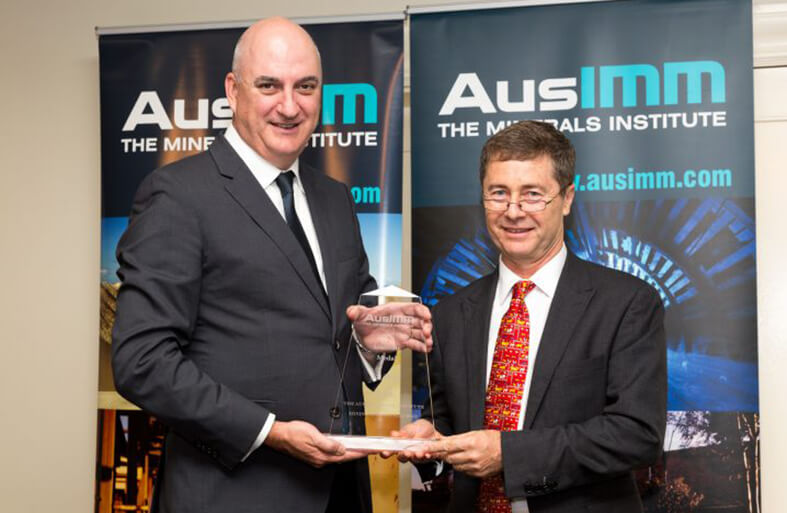 AusIMM Institute Medal being presented to Joe Pease by AusIMM President Colin Moorhead 2017